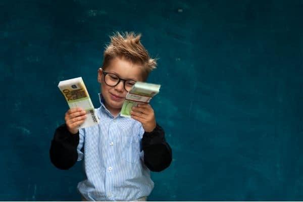 Wie viel schenkt man seinem patenkind zur taufe